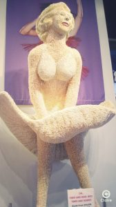 Marylin Monroe bonbons sculpture Universal Studio