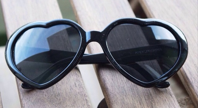 concours termin a gagner une paire de lunettes coeur claire 39 s blog. Black Bedroom Furniture Sets. Home Design Ideas