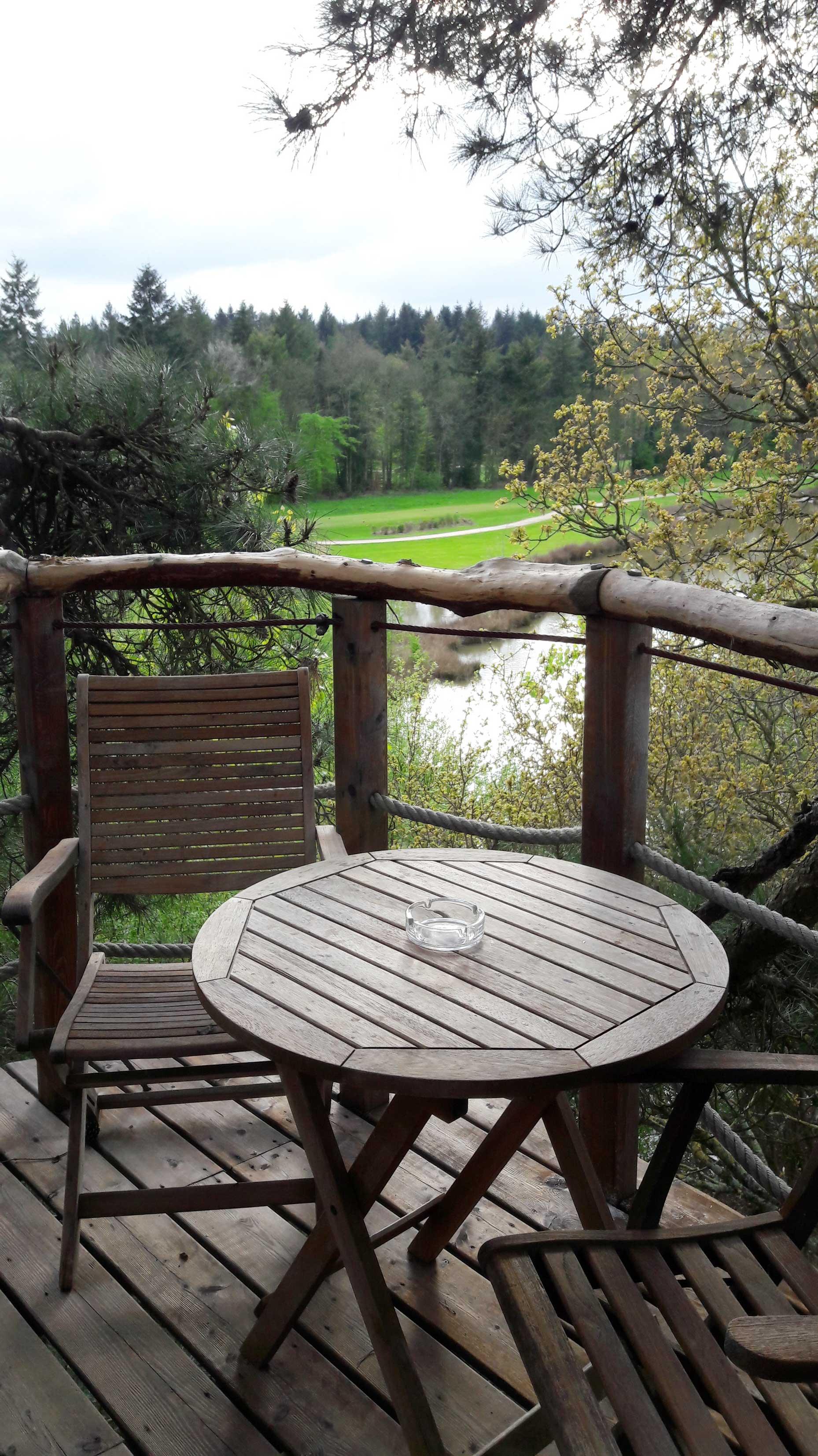 cabane dans les arbres domaine des ormes bretagne. Black Bedroom Furniture Sets. Home Design Ideas